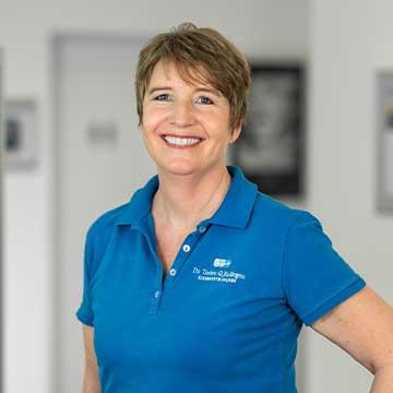 Ursula Schlottmann - ZMF – Rezeption, Assistenz, Praxismanagement. Frau Schlottmann kann Ihnen alle Fragen rund um Ihre Behandlung beantworten. Durch Ihre langjährige Tätigkeit in allen Praxisbereichen ist sie ein Profi!