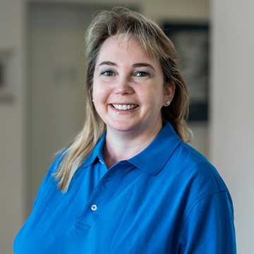 Steffi Zeissl - Backoffice – Frau Zeissl hält uns den Rücken frei und nimmt uns den Papierkram ab - so haben wir mehr Zeit für Gespräche und die individuelle Betreuung unserer Patienten.