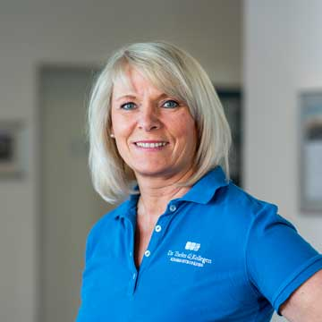 Liane Thiesen - Backoffice – Frau Thiesen sorgt für einen reibungslosen Ablauf und kümmert sich um all die Dinge im Hintergrund, die man nicht sieht. So haben wir mehr Zeit für Sie, unsere Patienten.